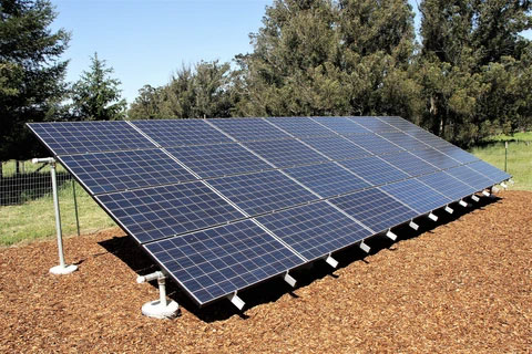 Ground-Mounted-Panels,